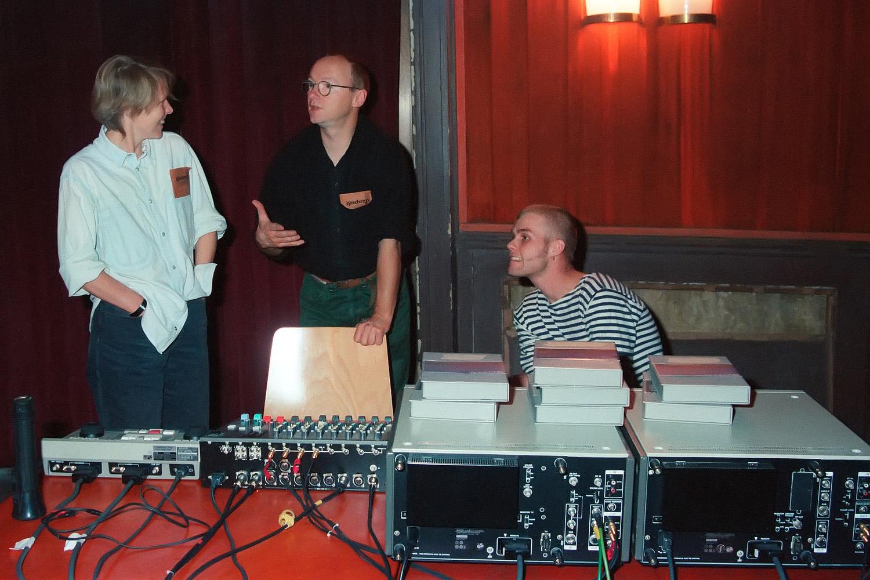 Heine, Born, Kemnitz (vlnr.) nach der Generalprobe, Kino Babylon Berlin, 1993