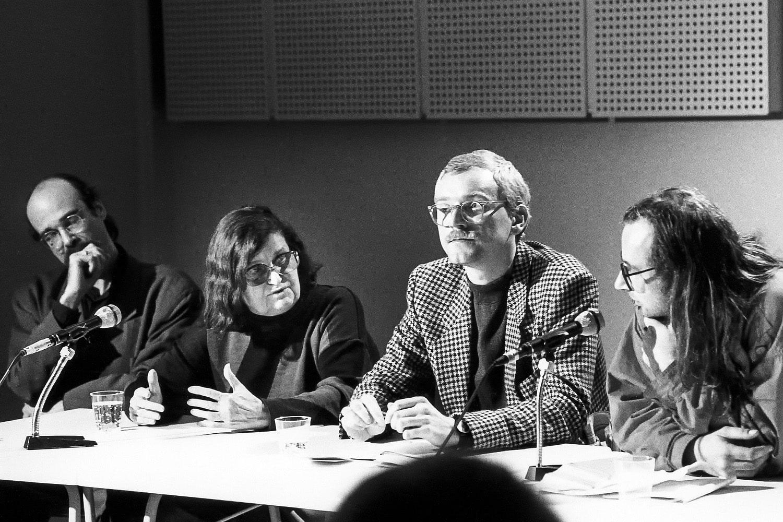 Abschlussdiskussion: von lks. nach rechts: Jean-Luc Evard, Lucy Hillebrand, Jochen Lingnau, Florian Rötzer, (Berlin am 30.09.1989)