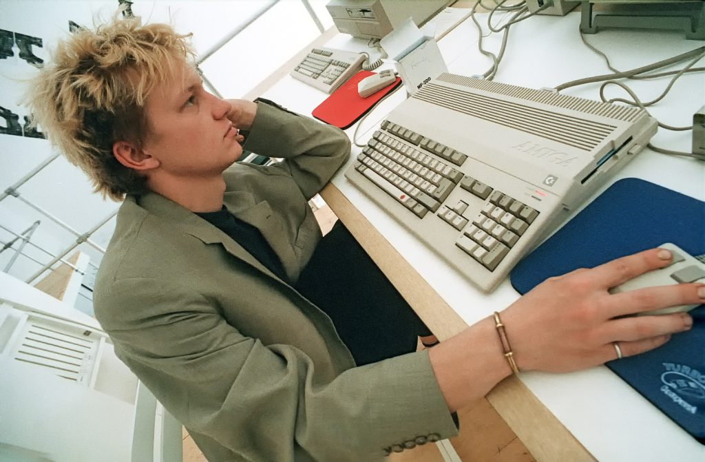 Student der bildo akademie am Commodore Amiga Computer